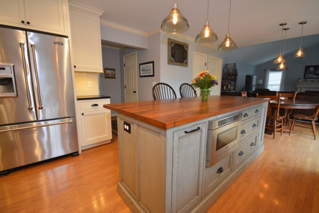Reclaimed wood kitchen islands for Custom kitchen islands