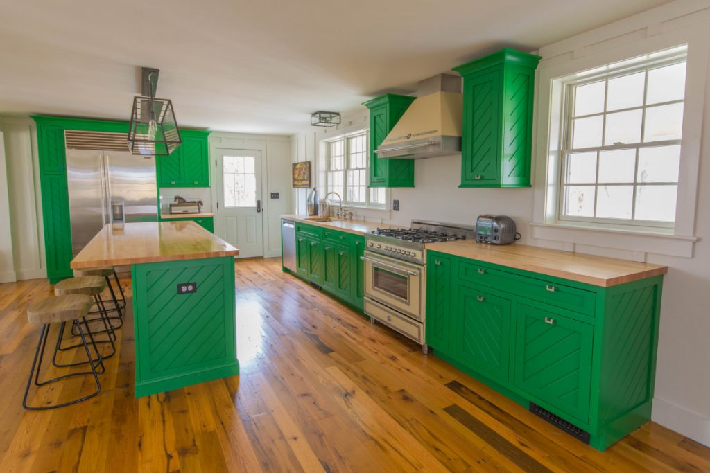 shenandoah-farm-tables-cottage-kitchen-remodel-in-upperville-virginia-reclaimed-wood-countertops-and-gas-stovetop-with-hood