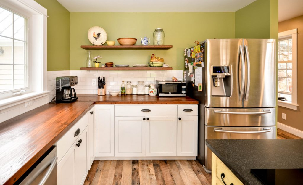 shenandoah-farm-tables-purcellville-virginia-renovation-farmhouse-kitchen-with-reclaimed-wood-floating-shelves-and-countertops