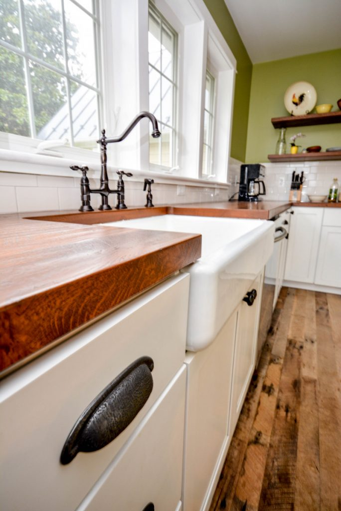shenandoah-farm-tables-purcellville-virginia-renovation-farmhouse-kitchen-with-apron-front-sink-and-reclaimed-wood-countertops