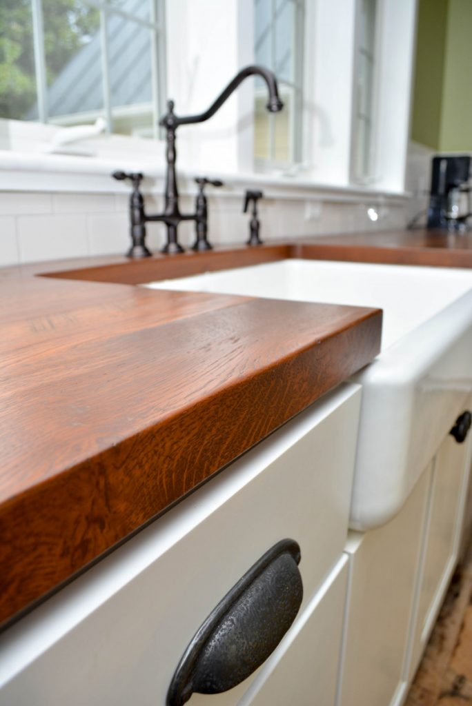shenandoah-farm-tables-purcellville-virginia-renovation-farmhouse-kitchen-with-reclaimed-wood-countertop