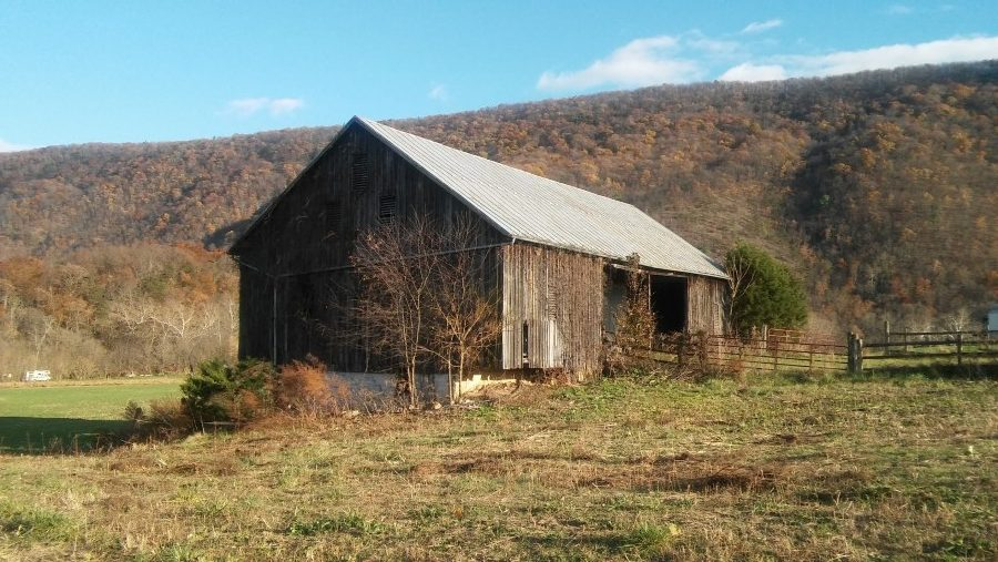 shenandoah-farm-tables-our-story-barn-in-northern-virginia
